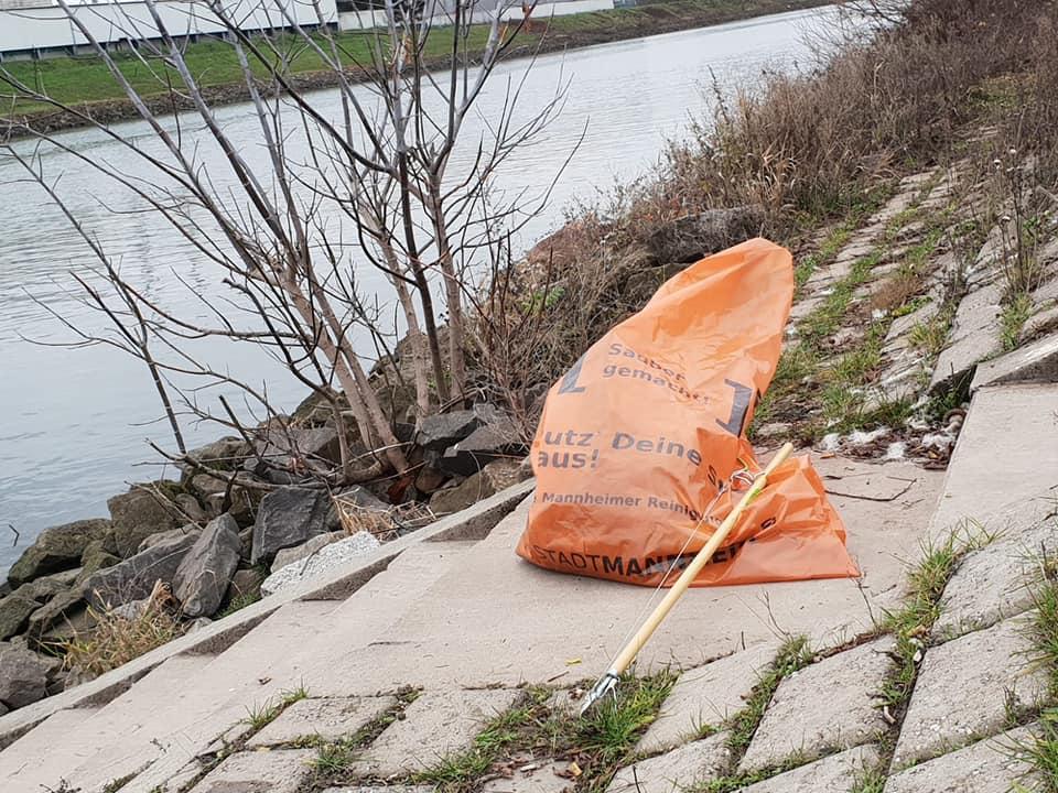 Alleinsammeln am Neckar